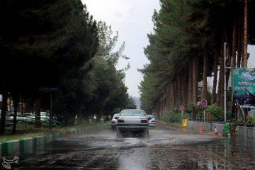 سازمان هواشناسی کشور با اعلام ورود سامانه بارشی به غرب کشور در روز جمعه از بارش باران و برف در ۱۴ استان از جمله تهران خبر داد.