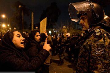 جزئیات تجمع مردم در میدان آزادی | شعارهایی که تند و سیاسی شد | پلیس: تیراندازی نکردیم؛ امنیت برقرار است