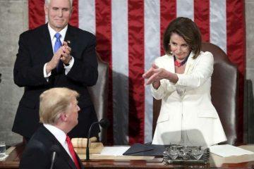 واکنش پلوسی به سخنرانی سالانه ترامپ خبر ساز شد