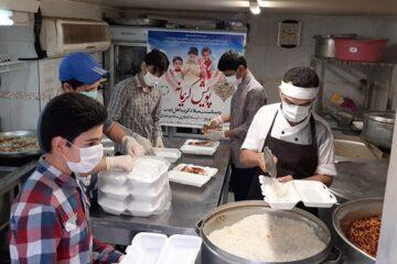 پویش کریمانه از جنس دانشآموزی/ توزیع ۱۰۰۰ بسته غذای گرم در محلات حاشیهنشین تهران