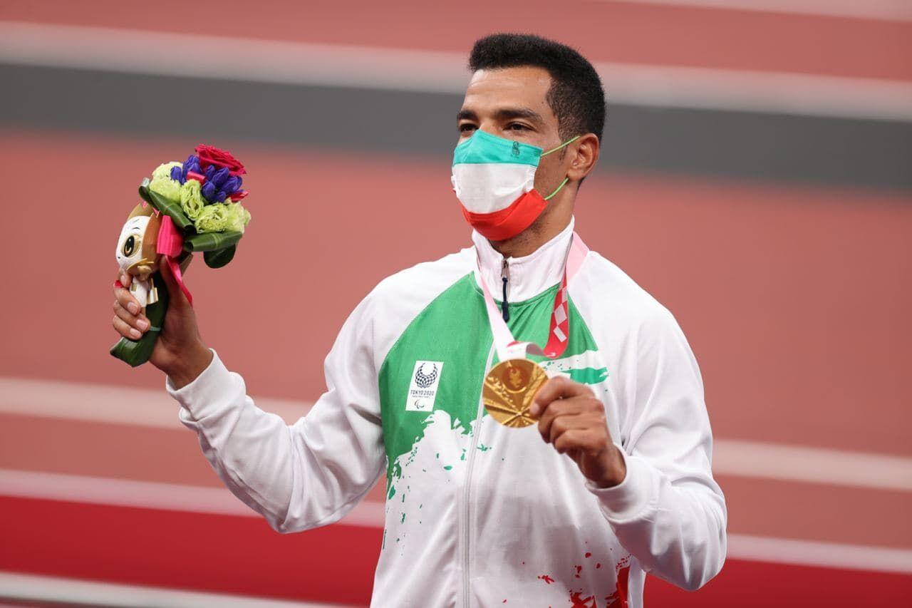 تقدیر از قهرمان طلایی ایران به دلیل اهتمام به نماز